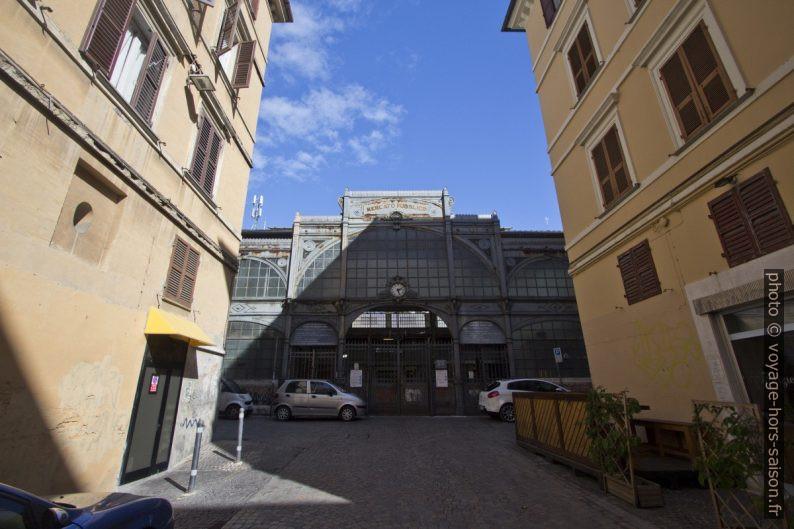 Porta del mercato pubblico di Ancona. Photo © André M. Winter