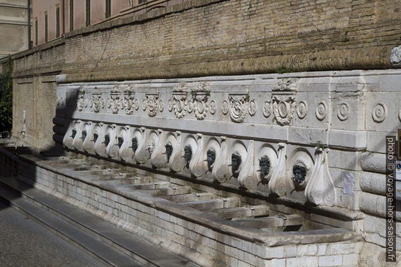 La Fontana delle Tredici Cannelle o del Calamo. Photo © Alex Medwedeff