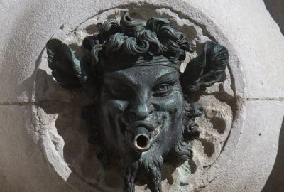 Une bouche de la Fontana del Calamo. Photo © Alex Medwedeff