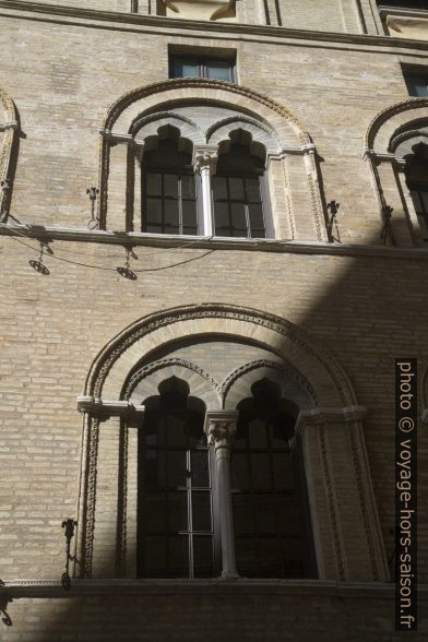 Fenêtres du Palazzo Benincasa. Photo © Alex Medwedeff