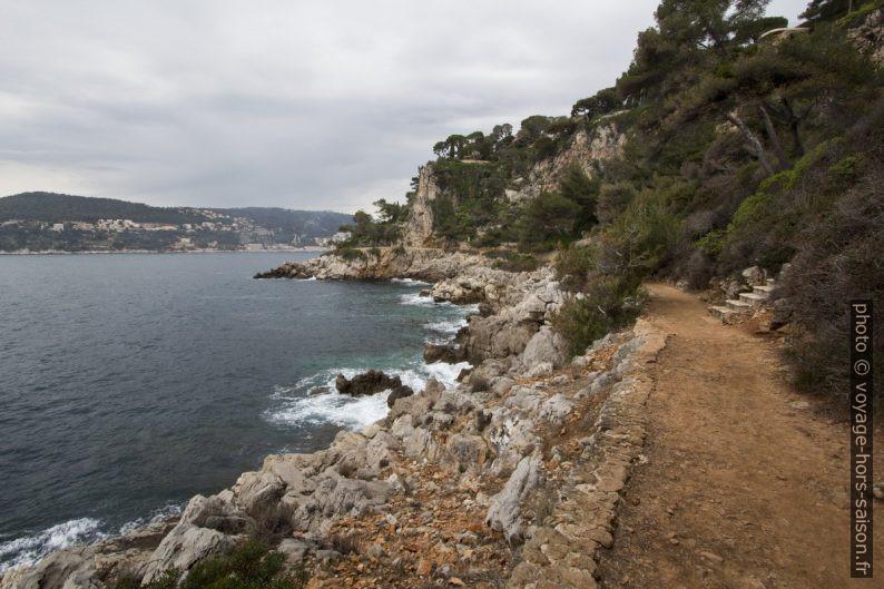 Sentier du littoral à l'ouest du Cap-Ferrat. Photo © André M. Winter