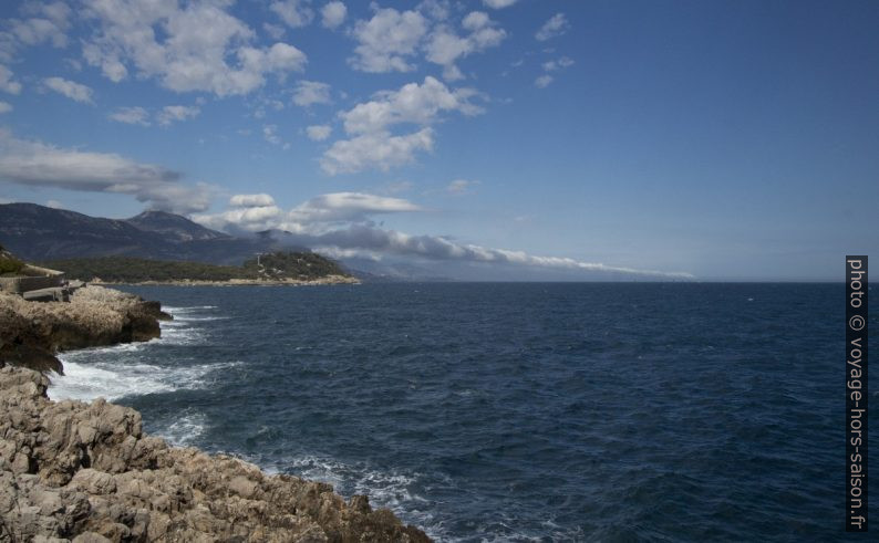 Vue retour vers la Presqu'île du Cap Ferrat. Photo © André M. Winter