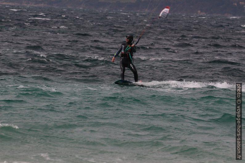 Kitesurfeur à Giens. Photo © André M. Winter