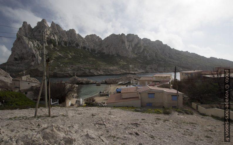 Petite Plage du Port des Croisettes et l'Île Maire. Photo © André M. Winter