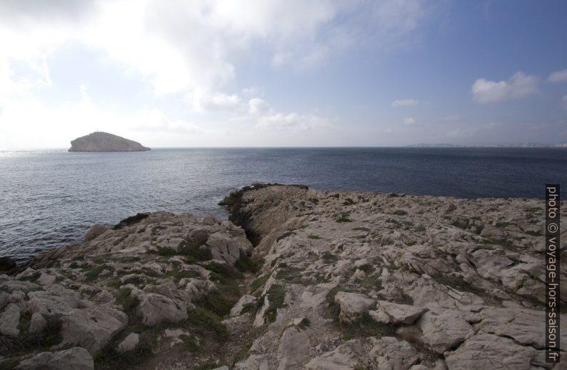 Pointe du Cap Croisette et l'Île Tiboulen de Maire. Photo © André M. Winter