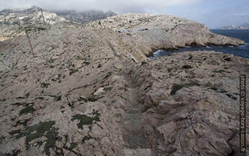 Chemin dans la roche de la Pointe du Cap Croisette. Photo © André M. Winter