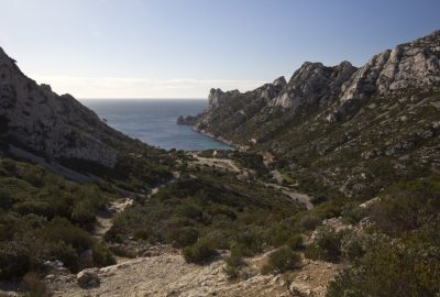 Chemin vers la Calanque de Sormiou. Photo © André M. Winter
