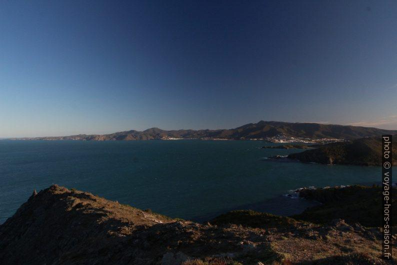 Vue vers le sud-est et le Cap de Creus. Photo © André M. Winter
