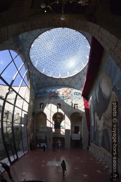 La scène-coupole du Théâtre-musée Dalí. Photo © André M. Winter