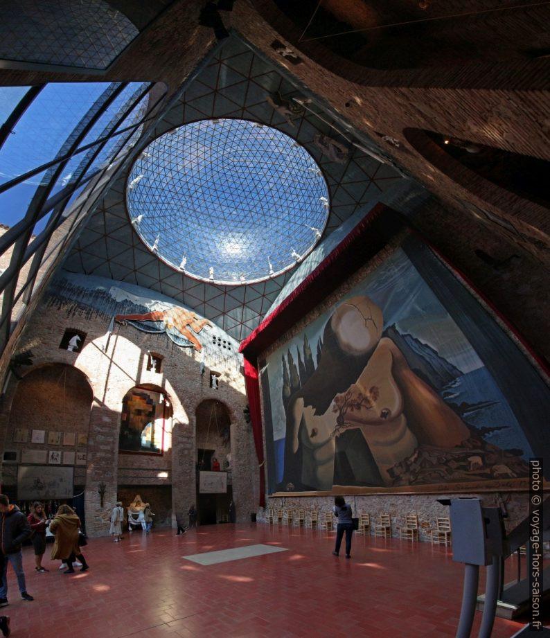 Scène-dôme du Théâtre-musée Dalí. Photo © André M. Winter