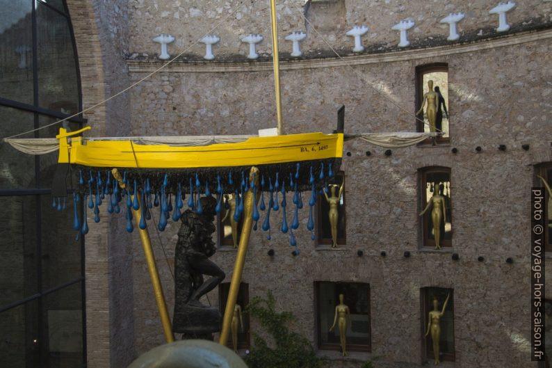 La barque renversée - Car Naval. Taxi pluvieux - Dalí. Photo © André M. Winter