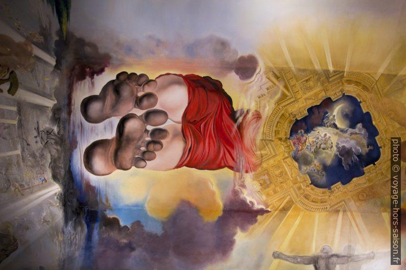 Pieds de Gala peints au plafond central du Palais du Vent. Photo © André M. Winter