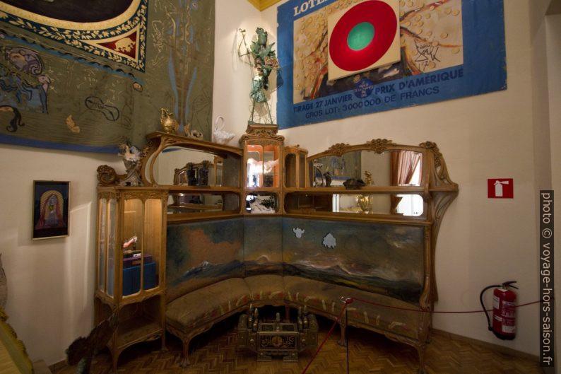 Banc-armoire par Dalí. Photo © André M. Winter