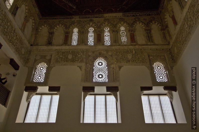 Baies de l'arrière de la nef de la Synagogue El Tránsito. Photo © André M. Winter