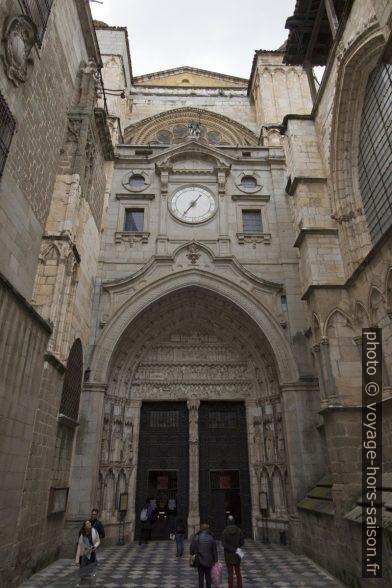 Puerta del Reloj au nord de la Cathédrale de Tolède. Photo © André M. Winter