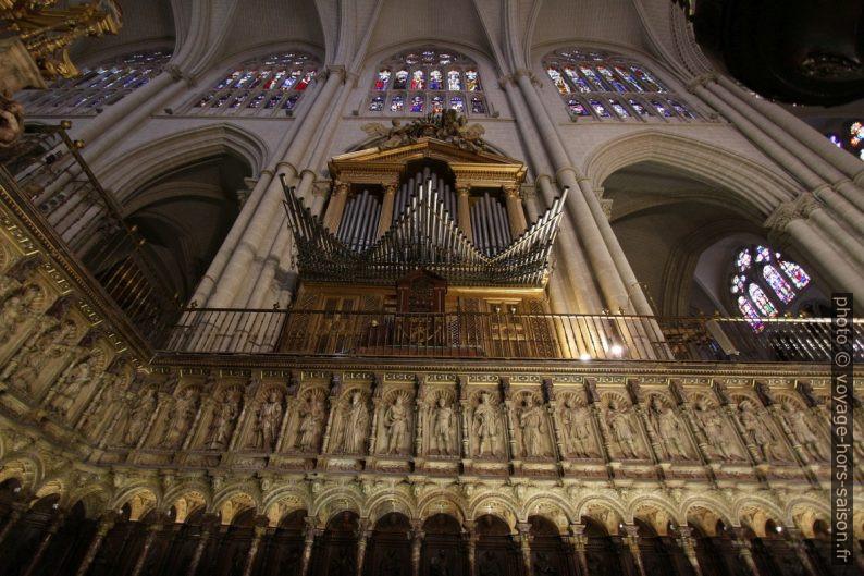 Orgue et stalles de la Cathédrale Sainte-Marie de Tolède. Photo © André M. Winter