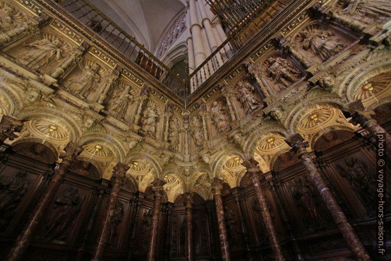 Stalles richement décorées de la Cathédrale Sainte-Marie. Photo © André M. Winter