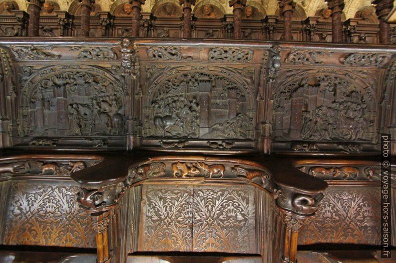 Bois sculpté des sièges des stalles de la Catedral de Toledo. Photo © André M. Winter