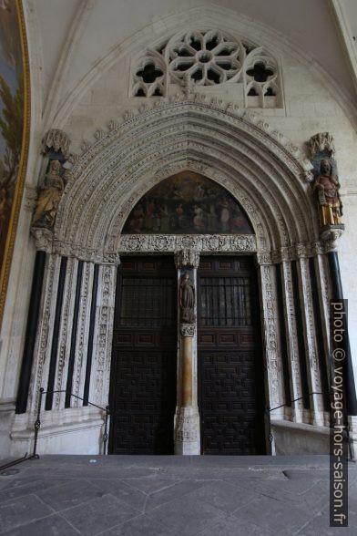 Porte entre la cathédrale et le cloître. Photo © André M. Winter