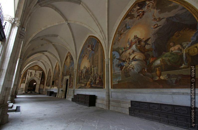 Couloir du cloître de la Cathédrale de Tolède. Photo © André M. Winter
