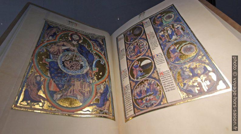 Livre médiéval avec dorures. Photo © André M. Winter
