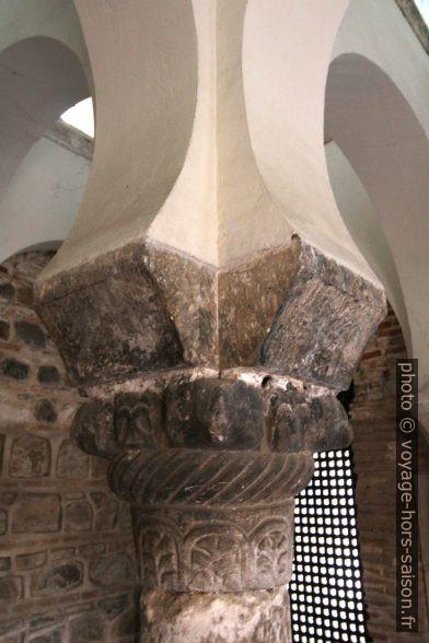 Un chapiteau de la Mosquée Bab al-Mardum. Photo © André M. Winter