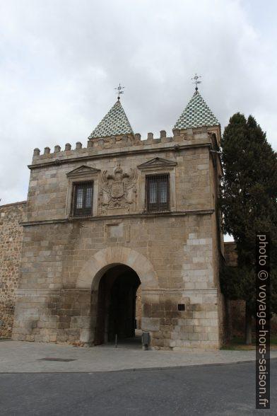 Face côté ville de la Puerta Nueva de Bisagra. Photo © Alex Medwedeff