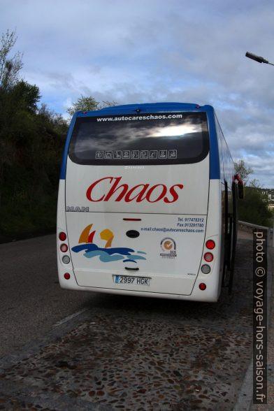 Bus de la compagnie Chaos. Photo © André M. Winter