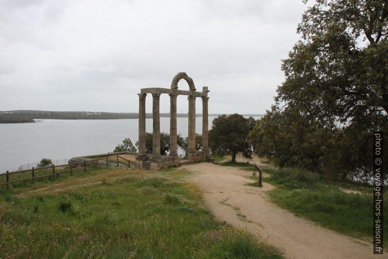 Portique dans les Mármoles de Augustóbriga. Photo © Alex Medwedeff