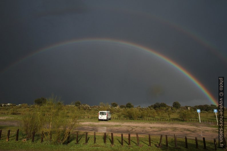 Notre Trafic sous un arc en ciel. Photo © Alex Medwedeff
