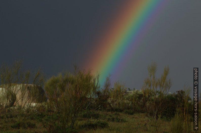Arc en ciel sur les Barruecos. Photo © André M. Winter