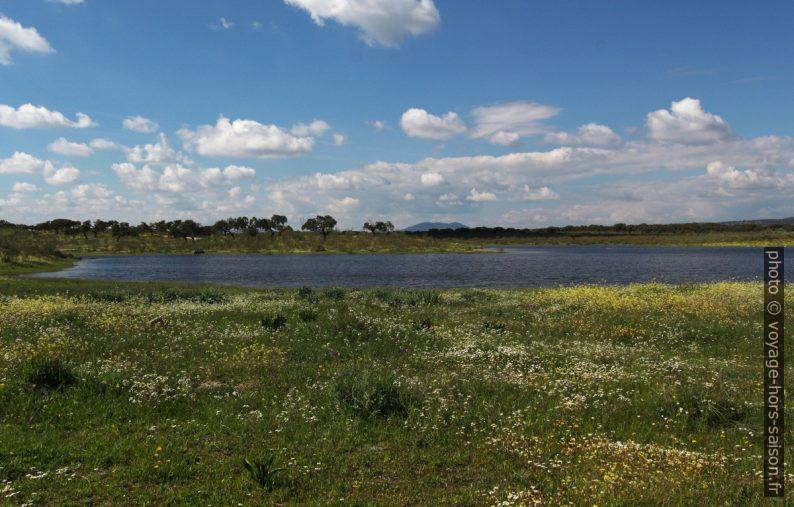 Lac du barrage Embalse de la Muelas. Photo © André M. Winter
