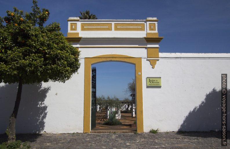 Portail du Jardim das Oliveiras «Miguel Hernández». Photo © André M. Winter