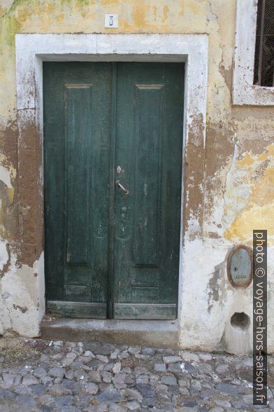 Une vieille porte. Photo © Alex Medwedeff