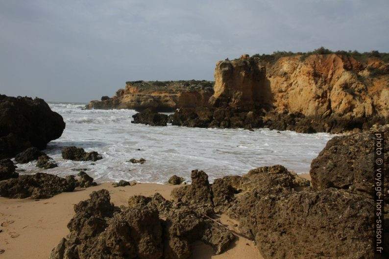 Côte de l'Algarve au printemps. Photo © Alex Medwedeff