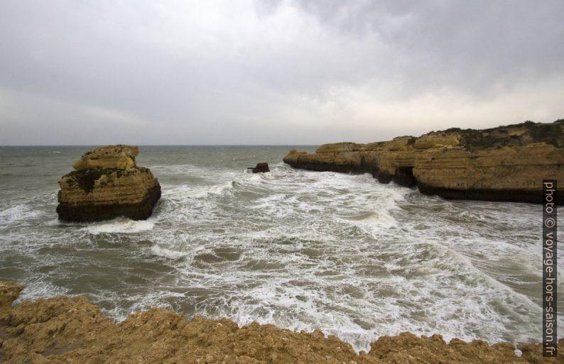 Baía do Ponta Pequena. Photo © André M. Winter