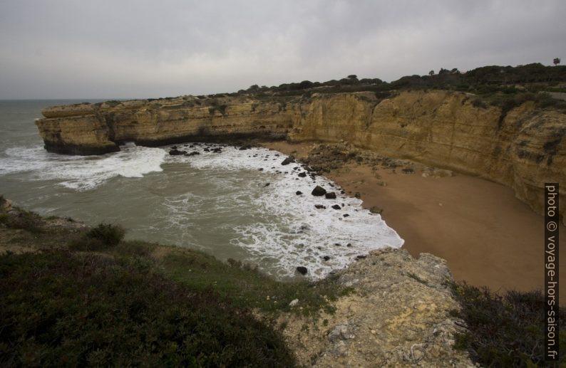 Praia das Andorinhas. Photo © André M. Winter