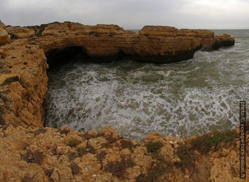 Côte entre la Praia da Ponta Pequena et la Praia da Ponta Grande. Photo © André M. Winter