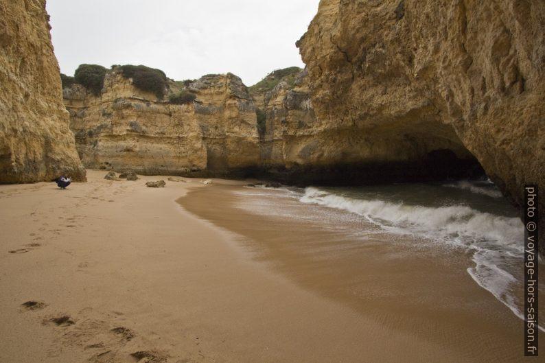 Cirque de la Praia Secreta et l'ouverture naturelle sur la mer. Photo © André M. Winter