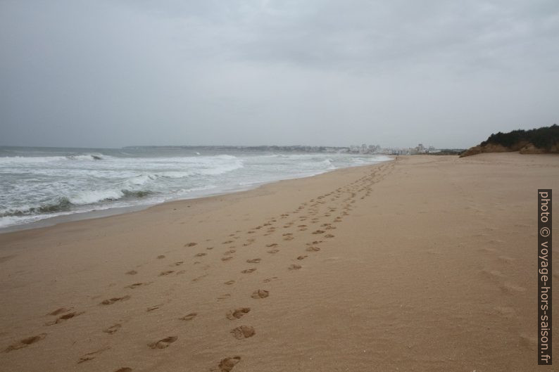 Praia Grande de Pêra avec vue vers l'ouest. Photo © Alex Medwedeff