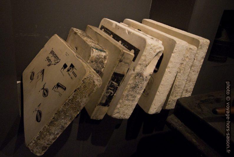 Pierres lithographiques pour banderoles et cartons. Photo © André M. Winter