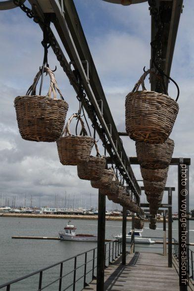 Paniers d'osier pour le transport du quai vers l'usine de sardines de Portimão. Photo © Alex Medwedeff