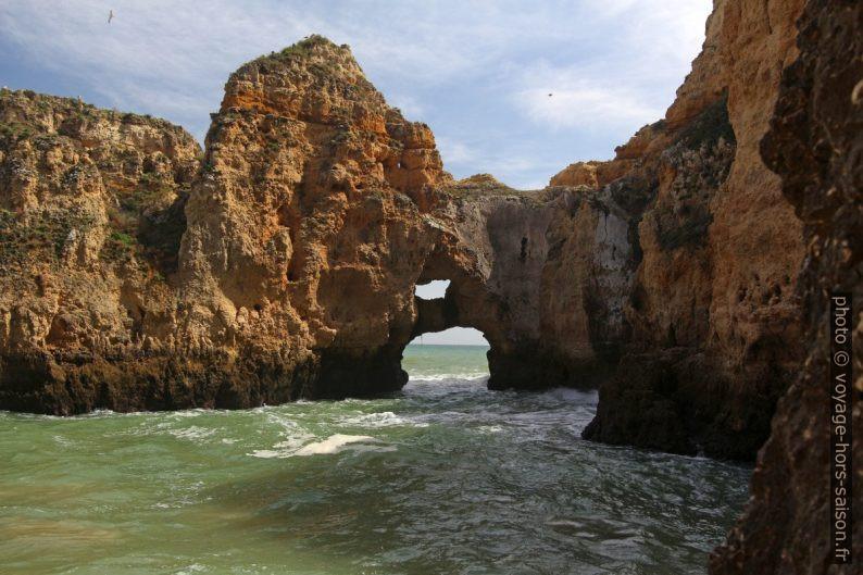 Double arche naturelle à la Ponta da Piedade. Photo © André M. Winter