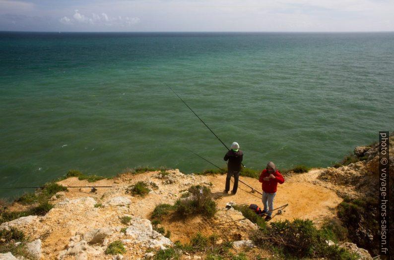 Pêcheurs au Cabo Ponta da Piedade. Photo © Alex Medwedeff