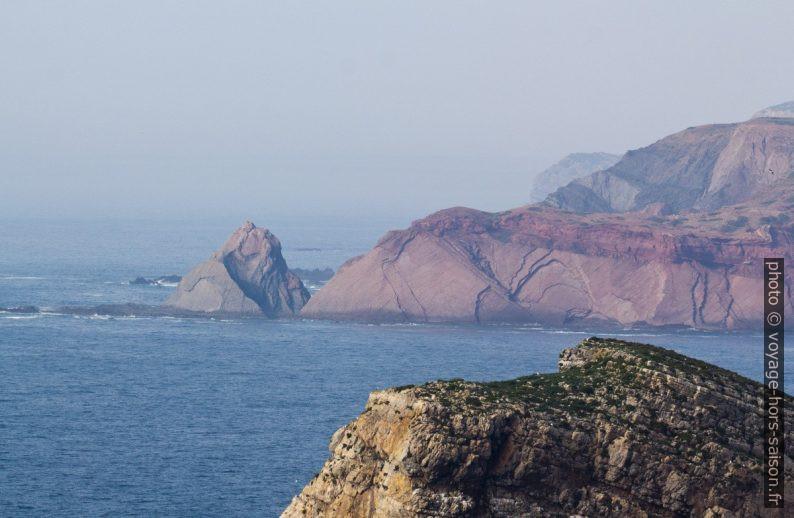 Caps de la côte au nord du Phare de Cabo de São Vicente. Photo © André M. Winter
