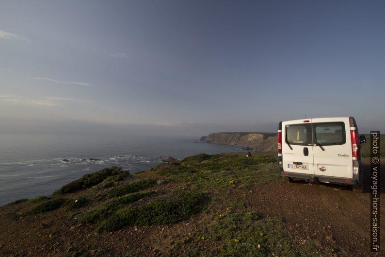 Notre trafic au nord du Cabo de São Vicente. Photo © André M. Winter