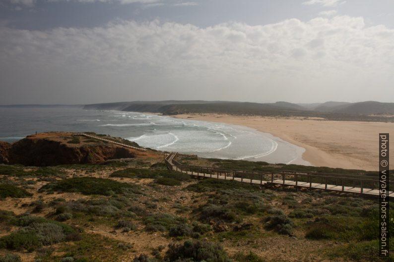 Chemin d'accès au point de vue sur la Praia da Bordeira. Photo © Alex Medwedeff