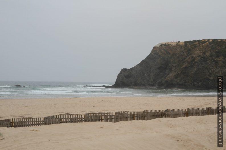 Praia de Odeceixe côté mer et le cap au nord. Photo © Alex Medwedeff