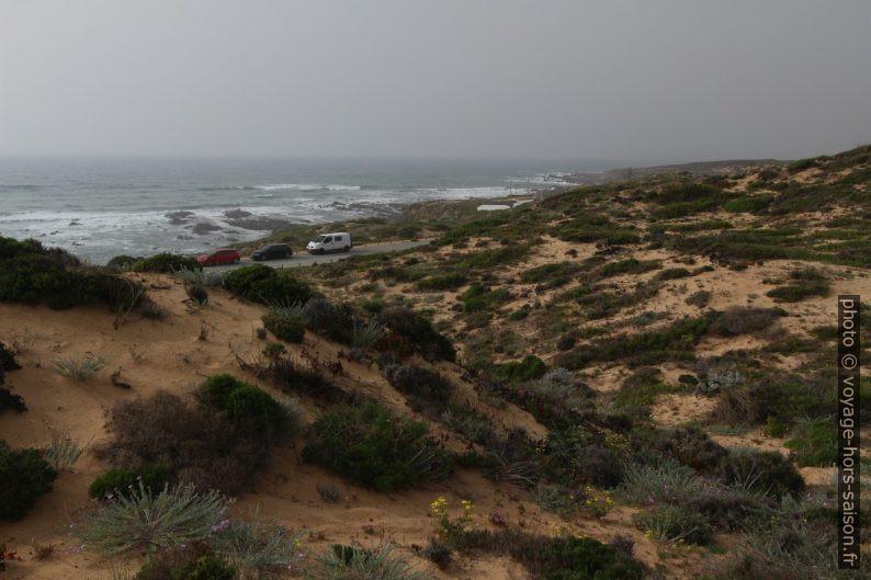 Vue de la dune d'Almograve vers la mer. Photo © André M. Winter