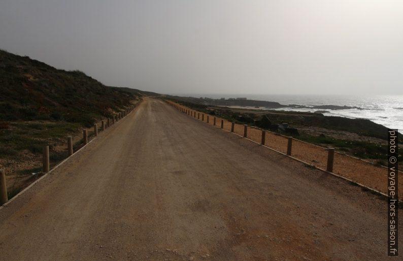Estrada do Porto de Pesca de Lapa de Pombas. Photo © André M. Winter